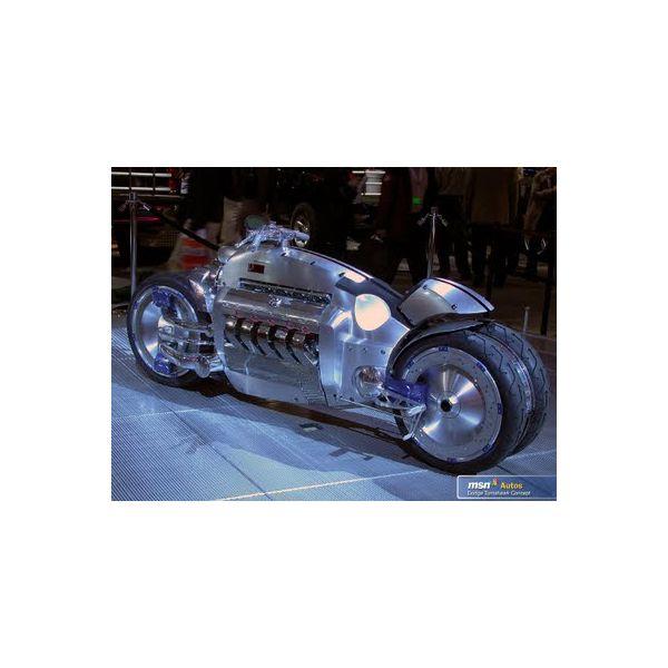 Machete On Road New Ray Macheta Motor Tomahawk 1:18